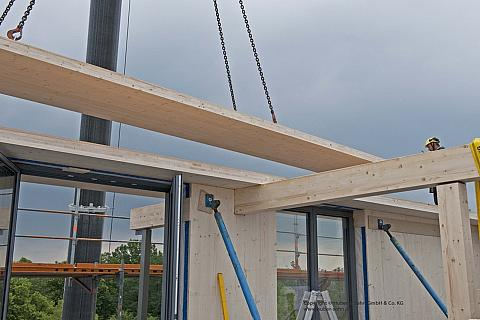 Celá nosná konstrukce budovy je dřevěná, pouze schodišťové jádro je z důvodů ochrany proti požáru z betonu